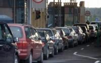 Почти 800 автомобилей стоят в очередях на границе с Польшей