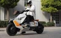BMW представила концепт электроскутера с футуристическим дизайном