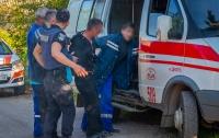Днепровский неадекват: мужчина бросался с ножом на фельдшера
