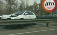 В Киеве произошло серьезное ДТП с участием трех автомобилей