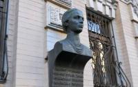 В Киеве украли бюст Леси Украинки c фасада здания музея поэтессы