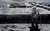 Во время фотосессии на Луне в кадр попало НЛО