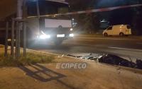 Пытался перебежать шесть полос: в Киеве пожилой мужчина попал под фуру (видео)