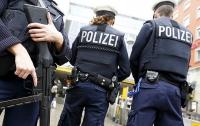 В Германии полицию забросали камнями (видео)