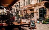 Украинцам разрешили сидеть в кафе по 4 человека