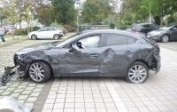Пенсионерка повредила 10 автомобилей на стоянке пока припарковалась (фото)