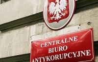 Контрабанда янтаря: в Польше задержали двух украинцев, которые назвались сотрудниками спецслужб