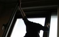Несовершеннолетняя девушка выпрыгнула с 6 этажа на Киевщине