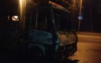 В Киеве во время движения загорелась маршрутка. Фото