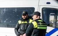 В Нидерландах полиция спустила собак на протестующих (видео)