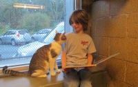 Кошки помогают детям учиться читать (ФОТО)