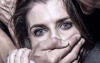 Под Харьковом мужчина изнасиловал 20-летнюю девушку