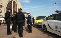На киевском ж/д вокзале разбойники избили и ограбили мужчину