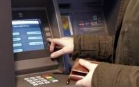 Ограбить банкомат можно с помощью бумажных салфеток