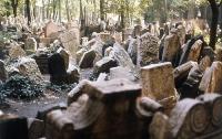 В Донецкой области задержаны вандалы, разворовывавшие могилы