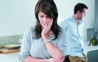 Учительницу уволили с работы из-за агрессивного мужа