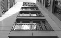 Мужчина выпрыгнул из окна седьмого этажа в Николаеве