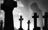 Притворявшийся привидением на кладбище британец оштрафован на 75 фунтов