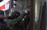 В МВД заявляют об огнестрельных ранениях бойцов ВВ