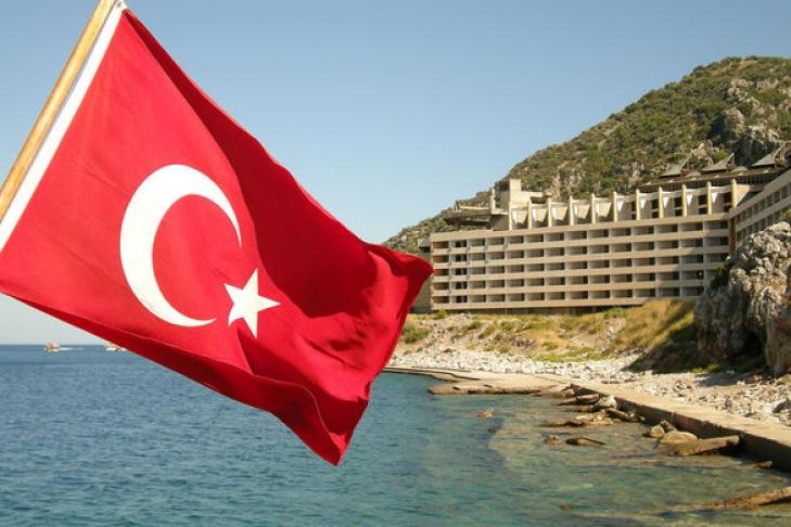 Турецкий официант отказался обслуживать изарезал белоруса