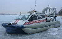 Вблизи Киевской ГЭС шестерых рыбаков унесло на льдине