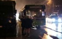 Троллейбус загорелся с людьми внутри