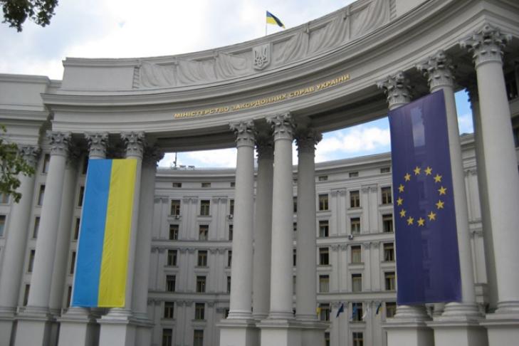 ВПольше вандалы атаковали украинское консульство