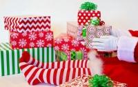 Девочка отправила Санте письмо на воздушном шаре, и получила все подарки