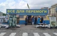В Харькове неизвестные подожгли волонтерскую палатку в центре города