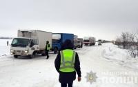 Более десятка автобусов стоят в снегу с пассажирами (фото)