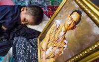 В Таиланде начались похороны короля Рамы Девятого, который умер год назад