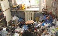 Участнику АТО выделили комнату с трупом и горой мусора (видео)