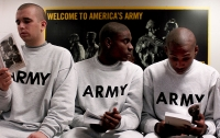 Fox News: Пентагон приостановил прием иностранцев на службу