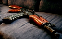 Под Киевом пьяный автоматчик пытался взорвать соседей и расстрелять копов