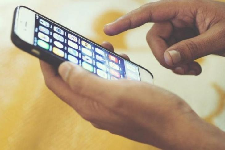 Китаянка ослепла из-за постоянной игры на телефоне