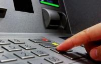 Сотрудники банка воруют с карточек переселенцев деньги