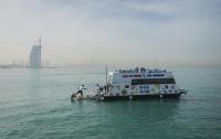 В Дубае появился первый плавучий супермаркет