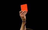 Вратарь притворился мертвым, чтобы избежать красной карточки (видео)