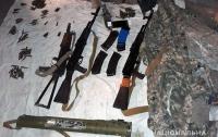 В Мариуполе нашли тайник с оружием, похищенным во время аннексии Крыма