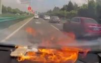 iPhone взорвался в машине китаянки и начал гореть (видео)