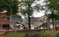 Мощный взрыв разрушил три дома