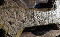 В Украине нашли гигантский крест, переделанный из каменного идола