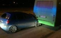 ДТП в Харькове: легковушка врезалась в автобус, пострадал пассажир