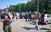 Что скрывает Мирошниченко: возле отеля скандального экс-нардепа прошла акция протеста