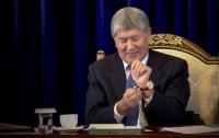 Журналист выпросил у президента Киргизии его часы