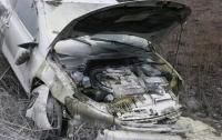 В Харькове автомобиль перевернулся и загорелся после столкновения
