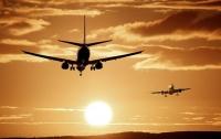Из-за женских ног на борту самолета произошла потасовка (видео)