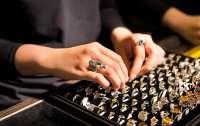 В Ровно женщина украла кольцо за 160 тыс. гривен