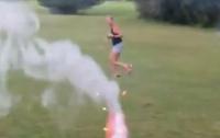 Мужчина ради шутки расстрелял жену фейерверками (видео)