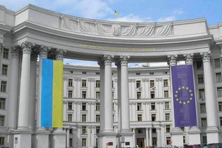 Украина требует наказать виновных внападении накультурный центр в российской столице